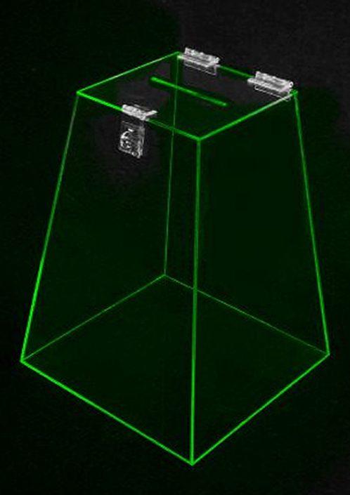 Urna em Piramide de Acrílico 40cm